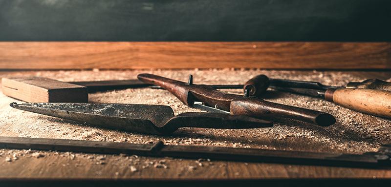 La qualité du surface de travail de l'établi en bois